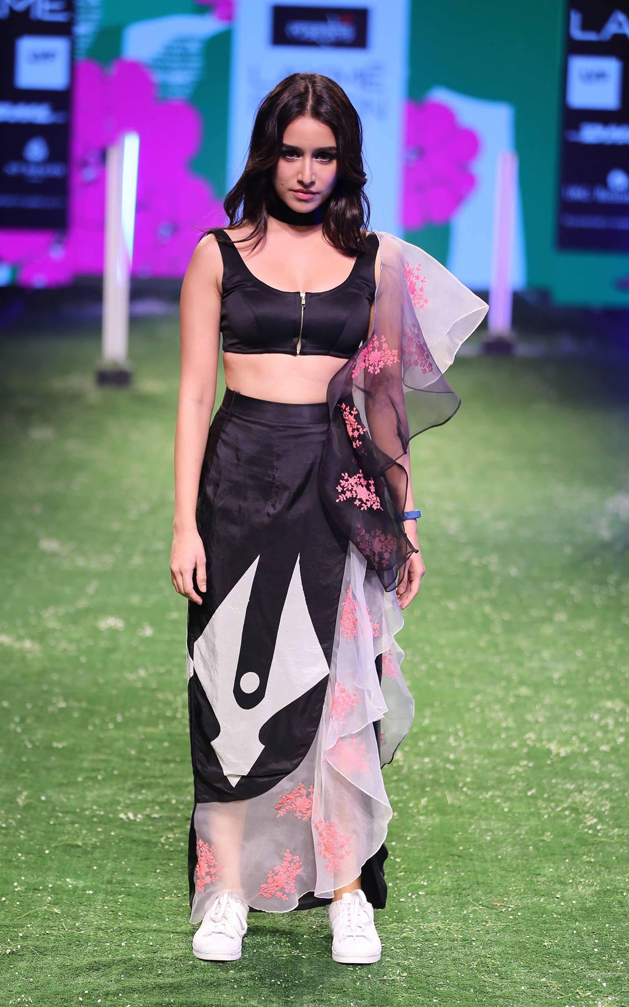 Masaba At Amazon India Fashion Week Spring Summer 2017: Masaba Gupta At Lakme Fashion Week AW16 - Look 10