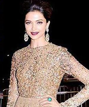 Bollywood Stars And Their Favourite Fashion Designers