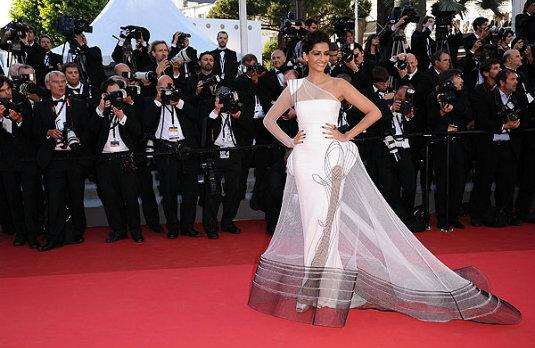 Pin by Jonthathan Hanson on Hot celebrity   Celebrity dresses