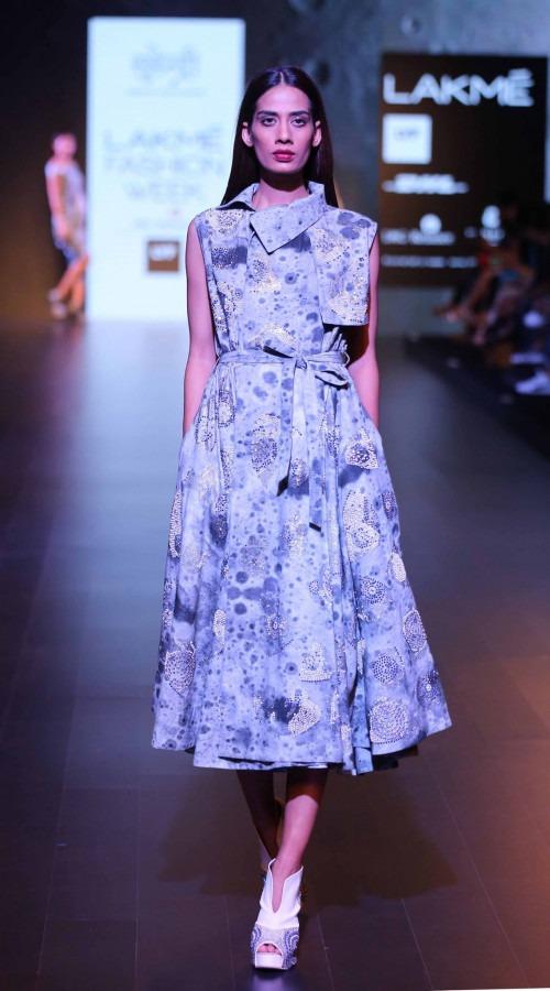 Surendri-Surendri by Yogesh Chaudhary at Lakme Fashion Week - AW16 - Look 19