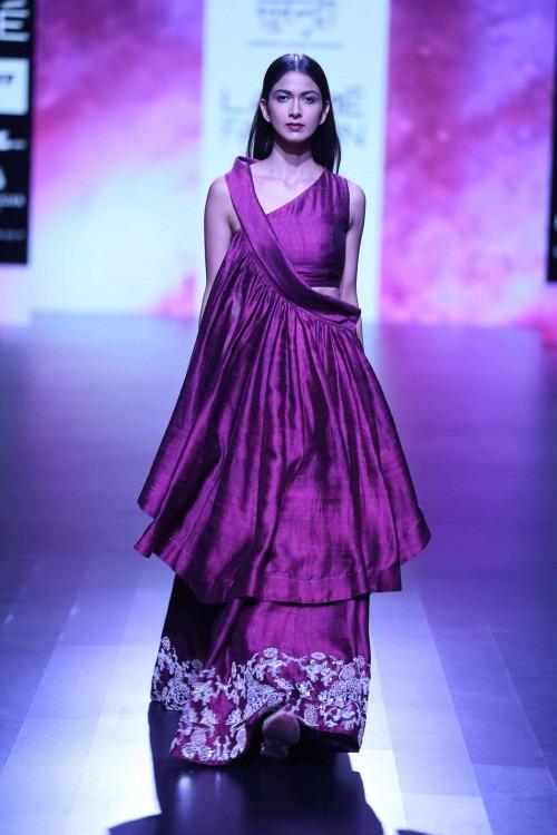 Surendri-Surendri by Yogesh Chaudhary at Lakme Fashion Week - AW16 - Look 17