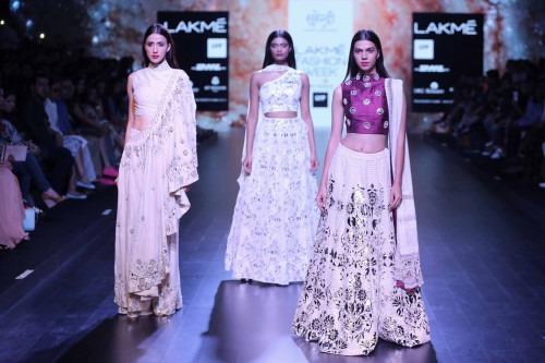 Surendri-Surendri by Yogesh Chaudhary at Lakme Fashion Week - AW16 - Look 12