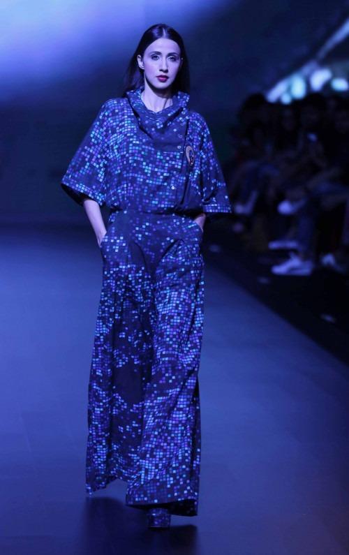 Surendri-Surendri by Yogesh Chaudhary at Lakme Fashion Week - AW16 - Look 11