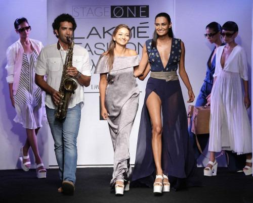 Anjali-Verandah by Anjali at Lakme Fashion Week - AW16 - Look 11