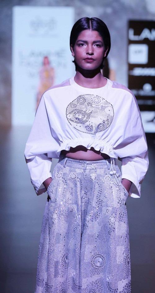 Surendri-Surendri by Yogesh Chaudhary at Lakme Fashion Week - AW16 - Look 8