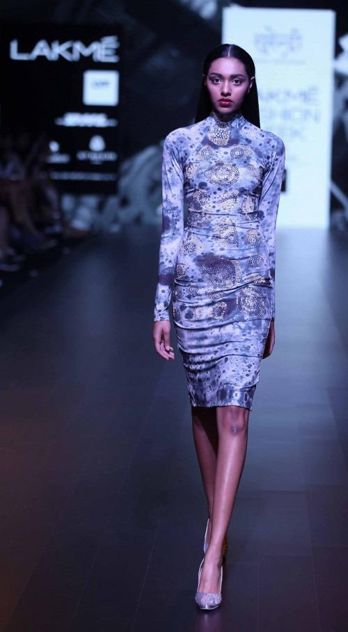 Surendri-Surendri by Yogesh Chaudhary at Lakme Fashion Week - AW16 - Look 6