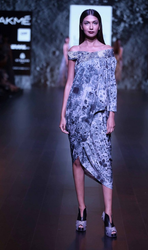 Surendri-Surendri by Yogesh Chaudhary at Lakme Fashion Week - AW16 - Look 5