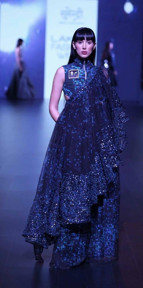 Surendri-Surendri by Yogesh Chaudhary at Lakme Fashion Week - AW16 - Look 4