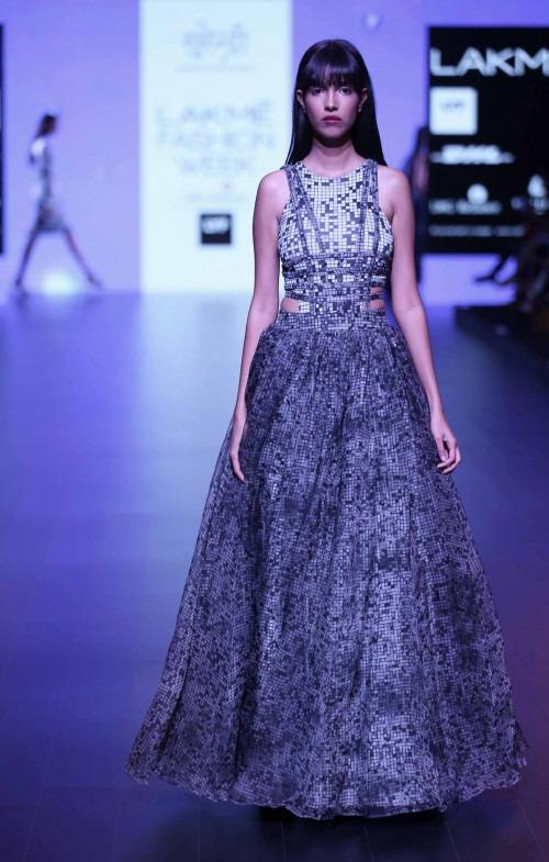 Surendri-Surendri by Yogesh Chaudhary at Lakme Fashion Week - AW16 - Look 3
