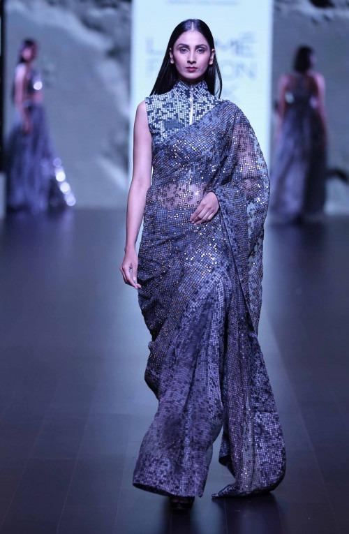 Saroj Jalan-Surendri by Yogesh Chaudhary at Lakme Fashion Week - AW16 - Look 1