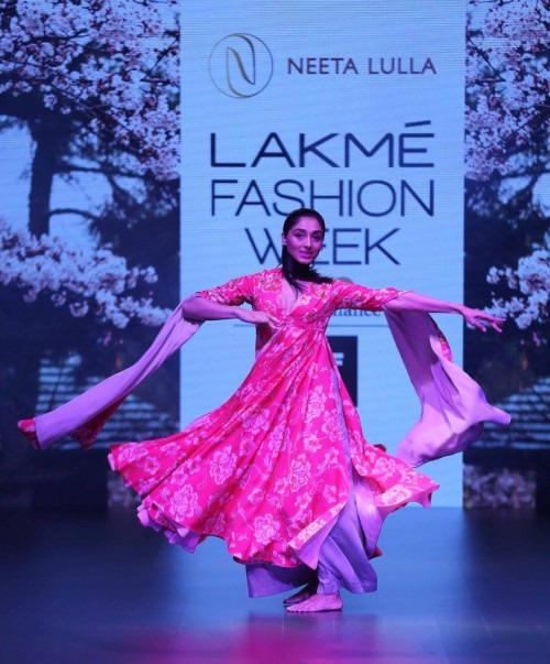 Neeta Lulla-NEETA LULLA AT LAKME FASHION WEEK - AW16 - LOOK 36
