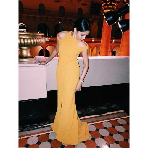 Freida Pinto in a Yellow Prabal Gurung Dress | Prabal ... Freida Pinto Instagram