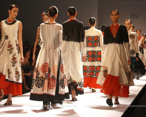 Back to Indian cultural heritage - Indian fashion designer trends fashion show
