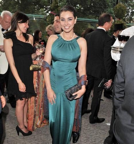 Lisa Ray in a turquoise gown at the Mad Hot ballet fundraiser.