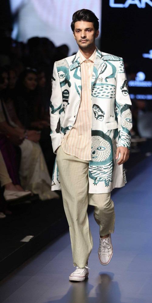 Aarti Vijay Gupta at Lakme Fashion Week AW16 - Look 1