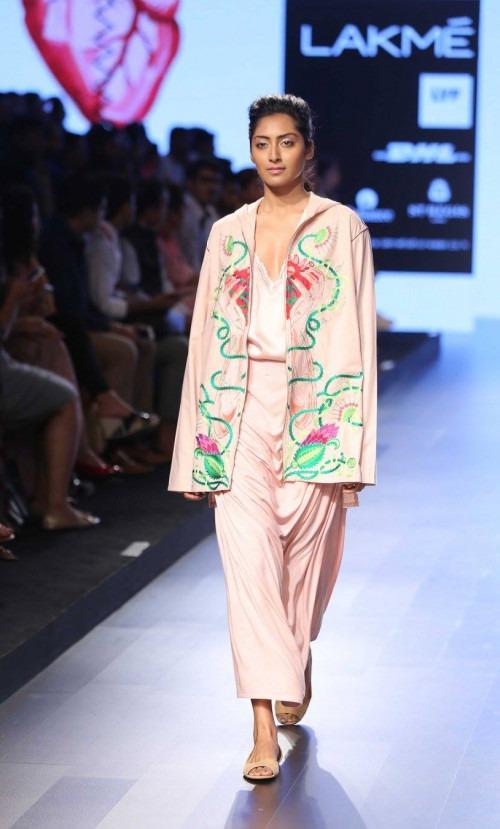 Armaan Aiman by Aiman Agha and Armaan Randhawa at Lakme Fashion Week AW16 - Look 7