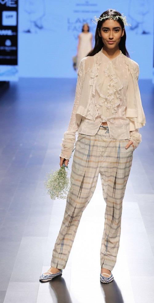 Pero by Aneeth Arora at Lakme Fashion Week AW16 - Look 3