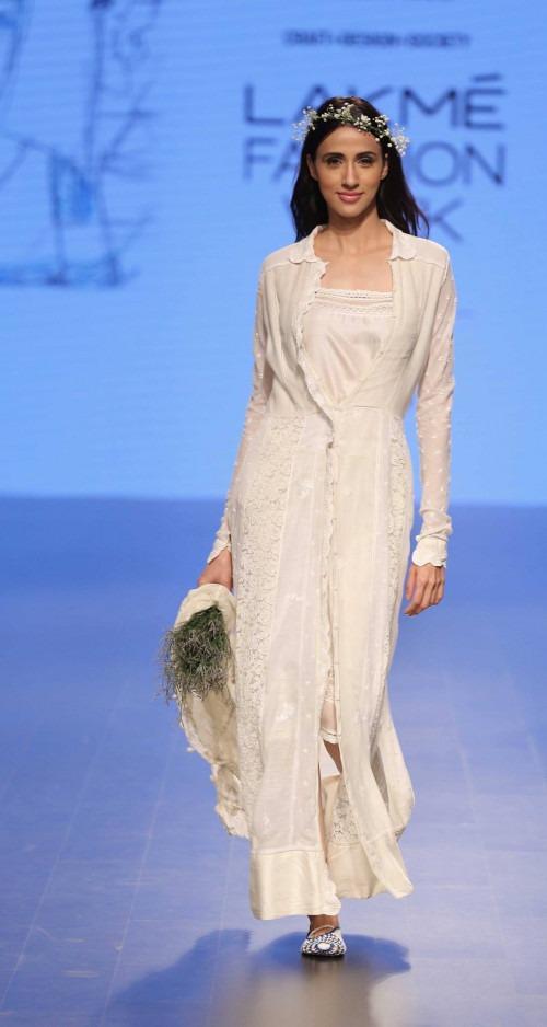 Pero by Aneeth Arora at Lakme Fashion Week AW16 - Look 4
