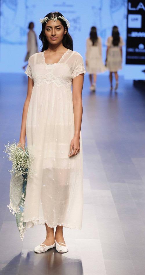 Pero by Aneeth Arora at Lakme Fashion Week AW16 - Look 8