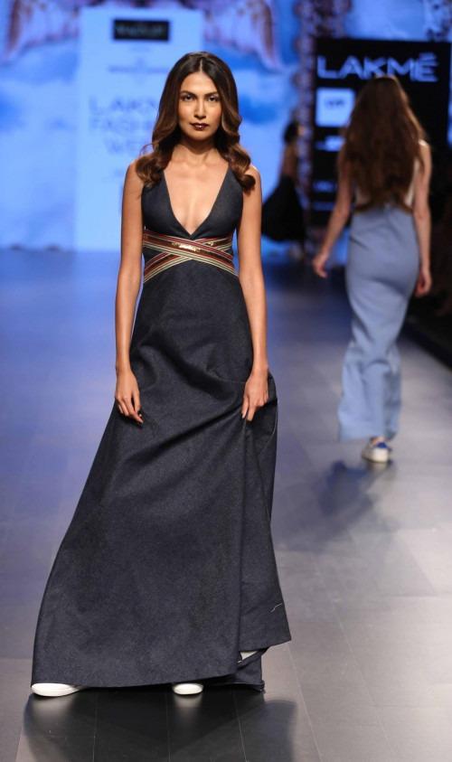 Monisha Jaising at Lakme Fashion Week AW16 - Look 15