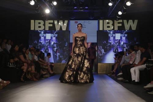 Mukti Tiberwal at India Beach Fashion Week AW16 - Look 30