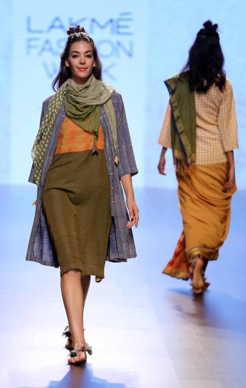 Paromita Banerjee at Lakme Fashion Week AW16 - Look 22