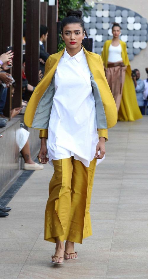 Payal Khandwala at Lakme Fashion Week AW16 - Look 18