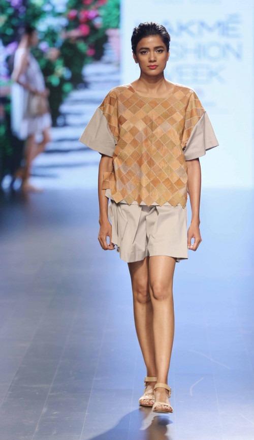 Rara Avis at Lakme Fashion Week AW16 - Look 8