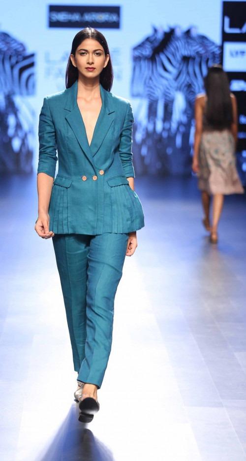 Sneha Arora at Lakme Fashion Week AW16 - Look 12