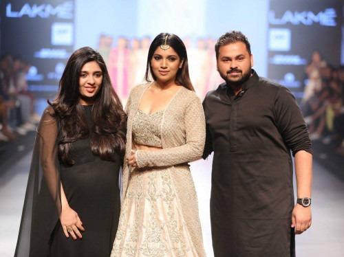 Sonam and Paras Modi at Lakme Fashion Week AW16 - Look 10
