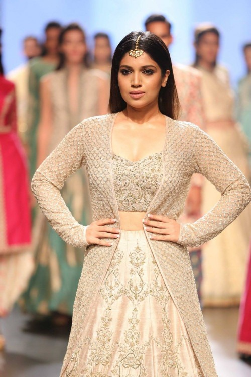 Sonam and Paras Modi at Lakme Fashion Week AW16 - Look 3