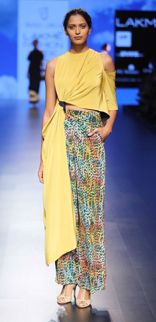 Urvashi Joneja at Lakme Fashion Week AW16 - Look 12
