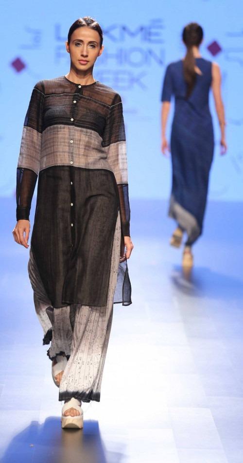 Urvashi Kaur at Lakme Fashion Week AW16 - Look 18