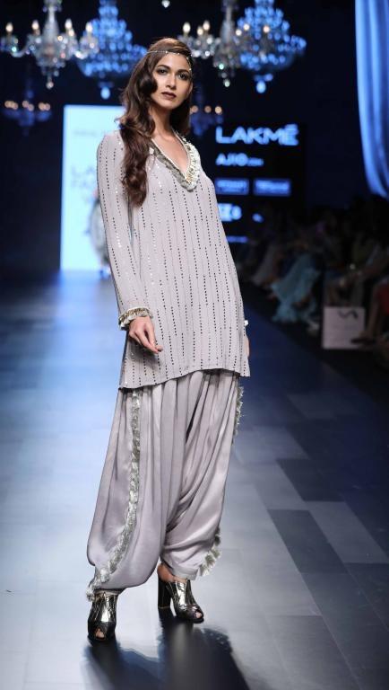 d95819c02e5e7c Payal Singhal - Lakme Fashion Week - SR 17 - 9