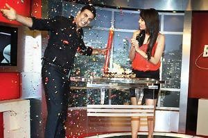 2000 episodes of Planet Bollywood News celebrated with Bollywood star Akshay Kumar