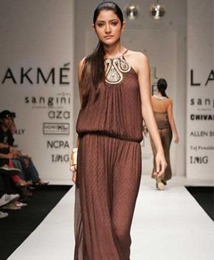 Anushka Sharma of Bandbaja Barat Movie for Indian Fashion Designer Payal Singhal
