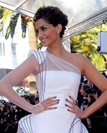 Indian Fashion News - Aishwarya Rai, Sonam Kapoor, Freida Pinto at Cannes