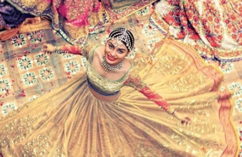woman-wearing-flowing-anarkali-the-flared-flair-of-designer -anarkalis-strand-of-silk-stylish thoughts