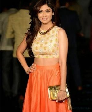 Shilpa shetty in Neeta Lulla outfit at Lakme Fashion Show