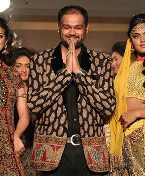 Shravan Kumar - LFW A/W 2013: Shravan Kumar's Collection Dedicated to Indian Weavers