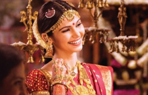 a-bride-wearing-gold-bridal-jewellery-strand-of-silk-the-essential-guide-to-indian-bridal-jewellery-and-accessories