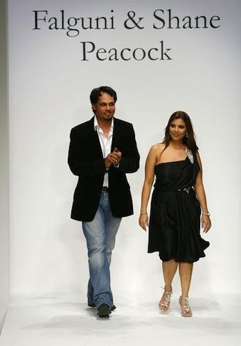 Akshay Kumar and Raveena Tandon Walk the Ramp for Falguni & Shane