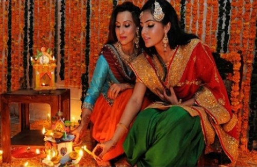 women-lighting-candles-strand-of-silk-festive-trends-the-styles-to-wear-this-diwali
