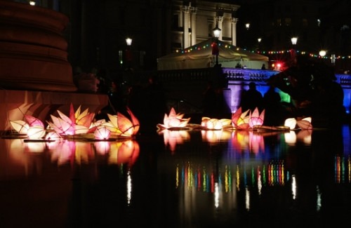 diwali-decorations-used-in-london-celebrations-strand-of-silk-diwali-in-the-uk
