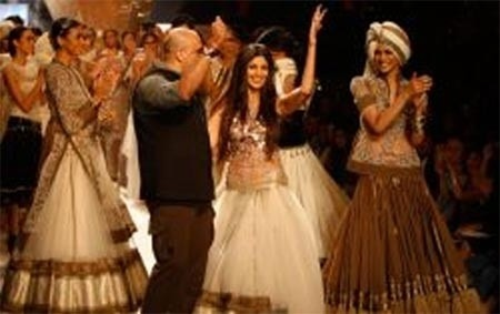 Tarun Tahiliani and Shilpa Shetty on the Ramp - Embroidered Tops and Jackets