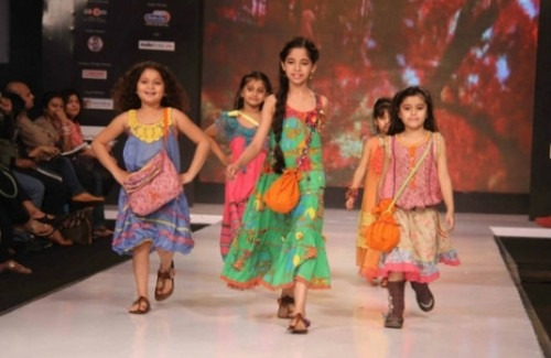 Girls Modeling Clothes at India Kids Fashion Week | Mini Me - Kids Fashion is here to Stay