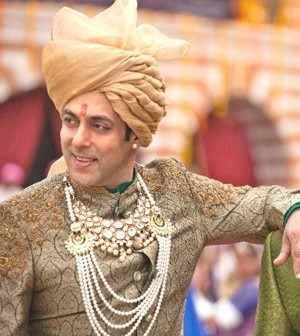 salman-khan-wearing-a-golden-sherwani-news-salman-khan's-golden-sherwani