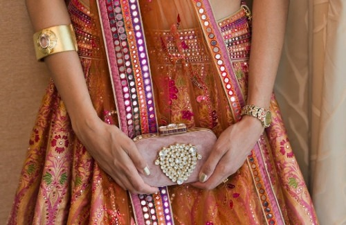 An Indian Bride With a Clutch | 5 Tips For Choosing The Perfect Indian Clutch For This Wedding Season