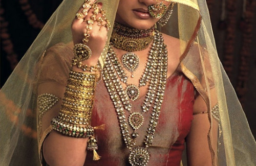 Indian Bride with Kundan Polki Necklaces | The Dazzle of Fine Indian Necklaces