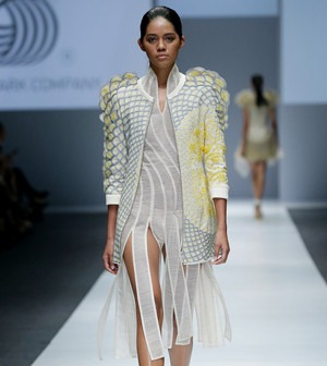 Rahul Mishra's Collection at 2016 Jakarta Fashion Week | Rahul Mishra Uses Traditional Indian Techniques to Create Futuristic Clothing